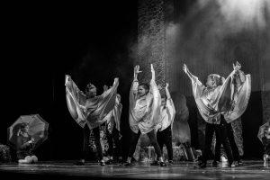 spectacle-de-danses_34088199474_o[1]