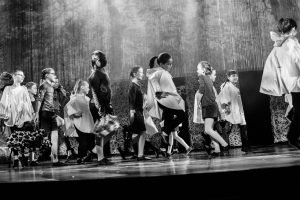 spectacle-de-danses_34088210864_o[1]