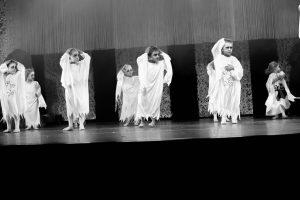 spectacle-de-danses_34088217924_o[1]
