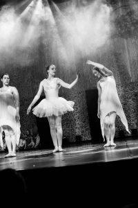 spectacle-de-danses_34767404822_o[1]