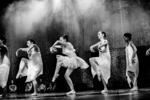 spectacle-de-danses_34767407442_o[1]