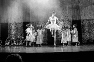 spectacle-de-danses_34767417582_o[1]