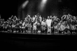 spectacle-de-danses_34767477852_o[1]