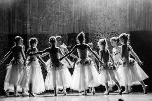 spectacle-de-danses_34799150561_o[1]