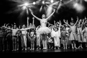 spectacle-de-danses_34799444761_o[1]
