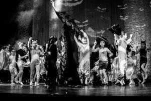 spectacle-de-danses_34890615126_o[1]