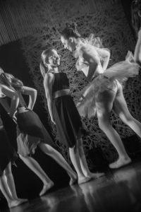 spectacle-de-danses_34931231375_o[1]